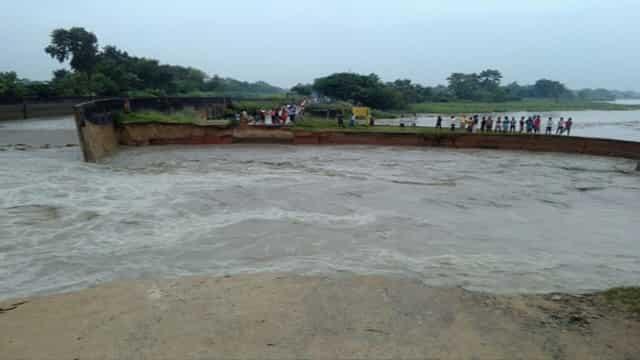 उत्तर बिहार में नदियां बौराई, नये इलाकों में फैला पानी