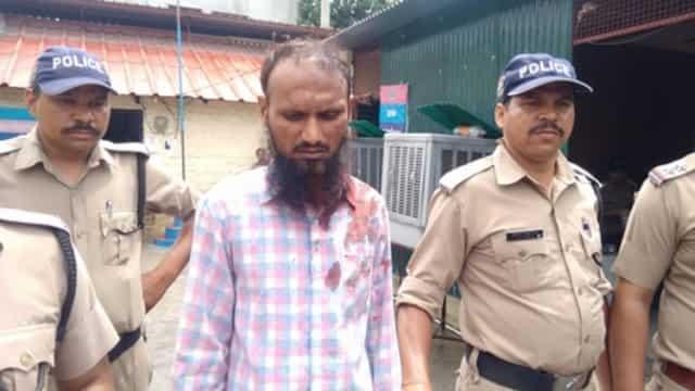 नाबालिग छात्रा का अपहरण कर भाग रहे शिक्षक को लोगों ने धुना