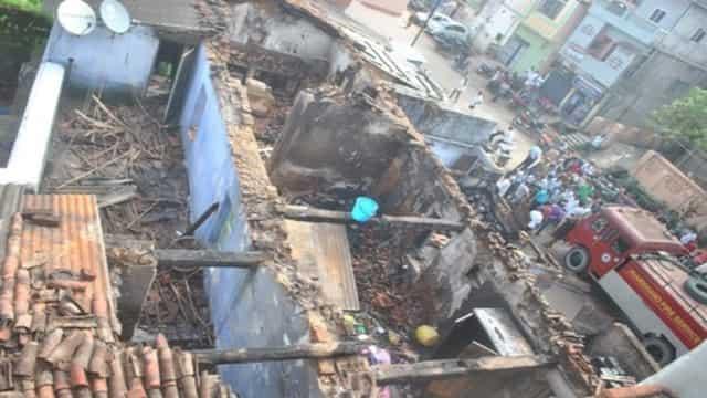 शहर के दो बड़े खाद्यान्न के गोदाम में लगी भीषण आग