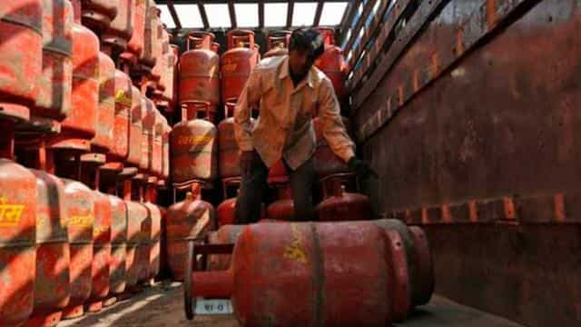 How much price of LPG cylinders increase after the Modi government came  View price list from January 1 2014 to August 2021 - LPG सिलेंडर के दाम  मोदी सरकार के आने बाद