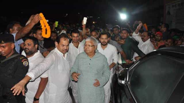 lalu prasad yadav reached at bhagalpur with tejaswi and supporters