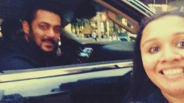 सलमान खान फैन अनघा के साथ