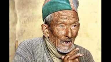 Hindustan Hindi News: हिमाचल चुनावः 32वीं बार देश के पहले मतदाता श्याम नेगी ने मतदान किया