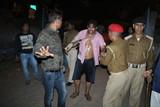 पुलिसिया कार्रवाई से क्षुब्ध कांग्रेस नेता ने  थाना गेट पर किया आत्मदाह का प्रयास