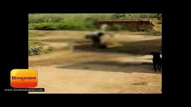 भूत प्रेत के चक्कर में बेटी पर रोज बरसाते हैं लाठियां I Bijnor Hindi News - Hindustan