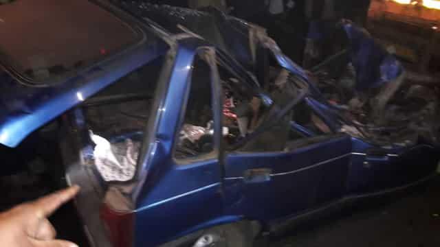पशुओं के ट्रक में घुसी कार, पति-पत्नी और मां की मौत