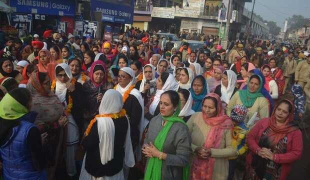 नगर कीर्तन: गुरु ग्रंथ साहिब की पालकी के दीदार को उमड़े श्रद्धालु