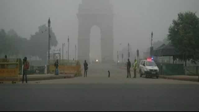 मौसम की मार: ठंड की चपेट में है पूरा उत्तर भारत, कोहरे की वजह से 49 ट्रेनें लेट, 18 रद्द