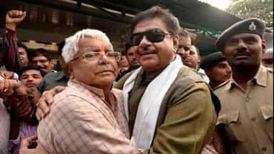 रांची: चारा घोटाले पर फैसले के बाद लालू से मिले BJP सांसद शत्रुघ्न सिन्हा