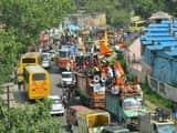 भारी संख्या में कांवड़िया बेड़े बृजघाट रवाना, दिल्ली रोड पर लगा जाम